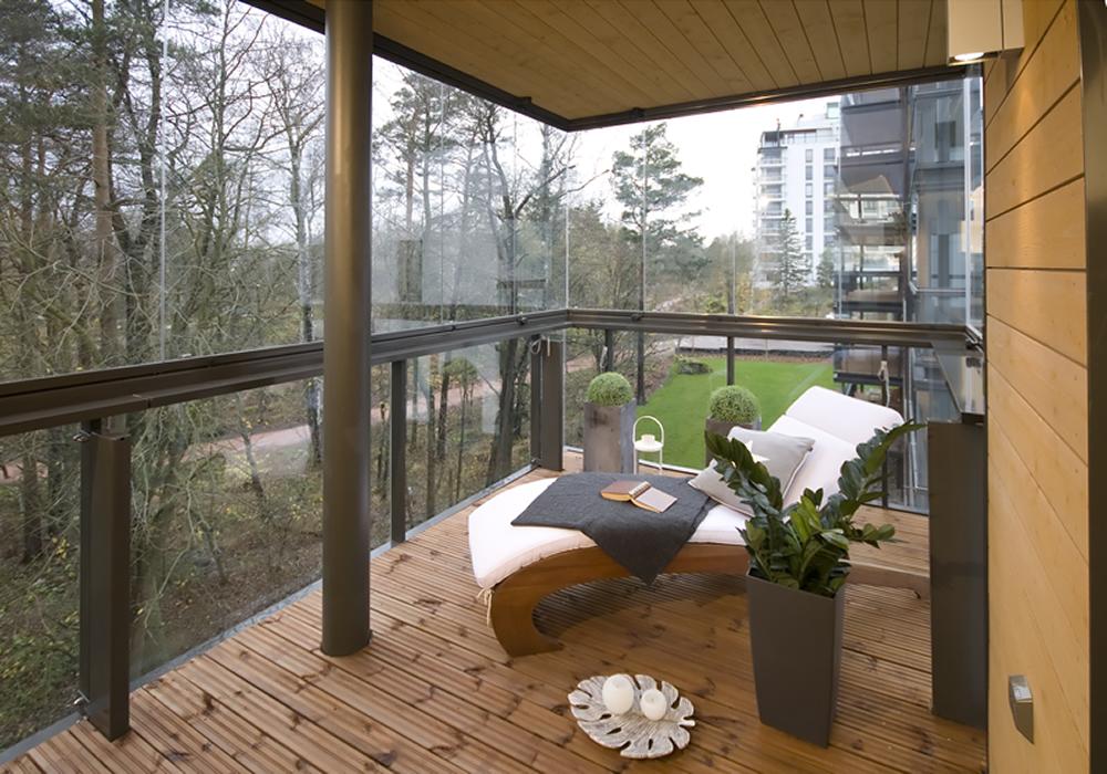 Застекление балкона - плюсы и минусы безрамного остекления.